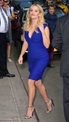 Reese Witherspoon stuns in blue at The Late Show With David Letterman #dailymail