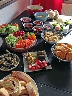 Ratz Fatz buffet for spontaneous party people Brunch Buffet, Party Buffet, Breakfast Buffet, Tapas, Mezze, Birthday Party Snacks, Party Finger Foods, Food Decoration, Arabic Food