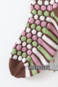 Franska pastiller strumpor i Novita 7 Bröder Crochet Socks Pattern, Crochet Gloves, Crochet Slippers, Knitted Hats, Wool Socks, Knitting Socks, Hand Knitting, Knitting Patterns, Crochet Patterns