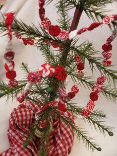 Miniature Christmas Tree Garland Feather Tree DIY YoYo PATTERN Kit Feedsack Homespun Peppermint DIY