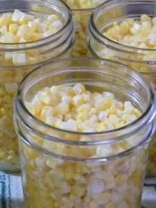 Canning tips and recipes. I love corn on the cob! And there is nothing better than corn in the winter to take away the midwinter blues and remind you of a warm summer afternoon. Canning corn will require pressure canning. Canning Corn, Canning Tips, Easy Canning, Pressure Canning Recipes, Canning Process, Canning Pears, Home Canning Recipes, Oven Canning, Canning Labels