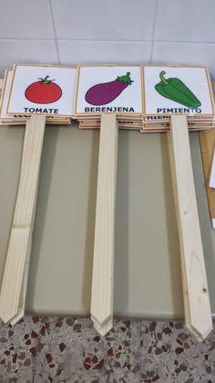Os presento una colección de carteles diseñados y adaptados con pictogramas de ARASAAC para diferenciar las zonas de nuestro huerto escolar... Small Vegetable Gardens, Earth Day, Horticulture, Garden Projects, Bonsai, House Plants, Ideas Para, Recycling, Activities