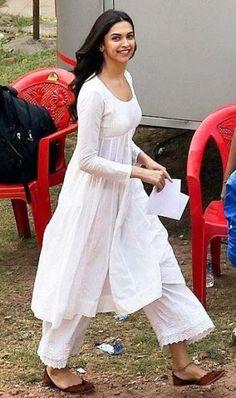 Need a similar white pallazo with a kurta shirt like Deepika Padukone is wearing Indian Fashion Dresses, Dress Indian Style, Indian Designer Outfits, Fashion Outfits, Salwar Designs, Kurti Designs Party Wear, Kurti Neck Designs, Indian Attire, Indian Wear