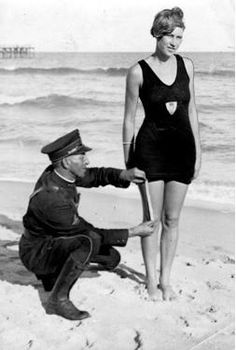Kosta de Alhabaite: Belo e doce Bikini faz 60 anos