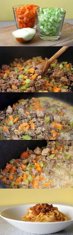 Omáčka bolognese, uvařte si ji taky! http://tomichutna.cz/prava-italska-bolognese-staci-4-hodiny