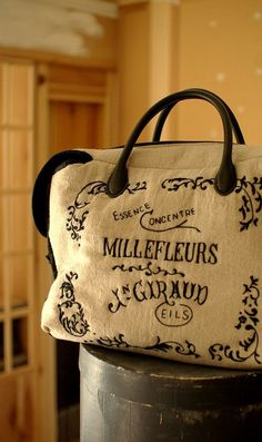 Embroidery Purse, Types Of Bag, Handmade Bags, Beautiful Shoes, Handicraft, Sewing Crafts, Fashion Accessories, Pouch, Reusable Tote Bags
