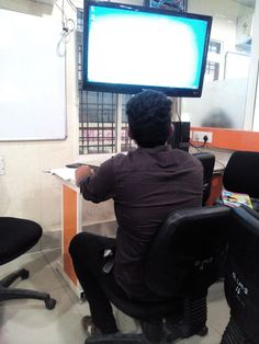 Students are doing outlook 2016 configuration from 173 batch under the guidance of Naveen kumar sir #iamjetkingameerpet http://www.myjetking.com