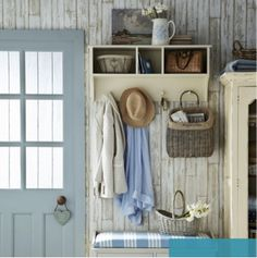 Sweet Cottage Shabby Chic Entryway Decor Ideas - Home Time Shabby Chic Flur, Shabby Chic Entryway, Shabby Chic Homes, Shabby Chic Decor, Cottage Entryway, Cottage Door, Cottage Signs, Coastal Entryway, Rustic Entryway