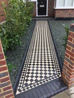 Recreate a period Victorian look with a tiled pathway or patio area. Welcome visitors to your home with a stunning Victorian tiled path. The beautiful. Victorian Front Garden, Victorian Hallway, Victorian Tiles, Victorian Terrace, Victorian Front Doors, Front Garden Path, Front Path, Garden Paths, Front Door Landscaping