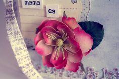 Taller scrapbook presencial MAMA ES ... #talleres scrapbok #scrapbook #talleres #minialbum @Paraiso de Papel Si quieres ver todo el album http://www.youtube.com/watch?v=Urwk0uGFrmE