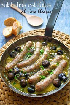 Salchichas estofadas al vino blanco* Sausage Recipes, Meat Recipes, Mexican Food Recipes, Spanish Recipes, Recipies, Good Food, Yummy Food, Tasty, Empanadas