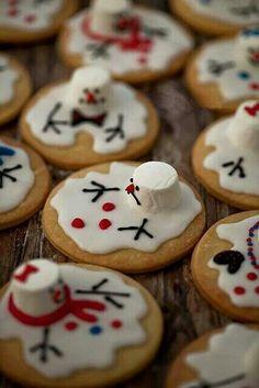 Christmas - Fun Food/Melting Snowmen Cookies for Janet's cookie swap? Noel Christmas, Christmas Goodies, Christmas Desserts, Holiday Treats, Holiday Recipes, Aussie Christmas, Holiday Cookies, Summer Christmas, Funny Christmas