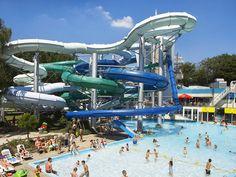 Zwemparadijs: Dit zijn de leukste in Nederland   Lady Lemonade Fun Water Parks, Travel Magazines, Water Slides, Travel News, Marina Bay Sands, Holland, Indoor Outdoor, Aqua, Europe