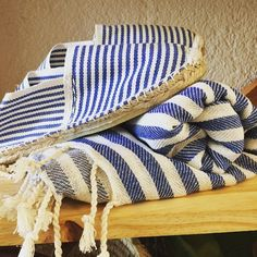 Can't get enough of these: the eternal love of espadrillesturkish towels  Photo by: @monespadrilles  #molacoton #molamonton #turkishtowel #toallaturca #fouta #pestamal #pestemal #peshtamal #peshtemal #pareo #blue #color #natural #verano #summer #beach #playa #sustainablefashion #fashion #moda #modasostenible #espadrilles