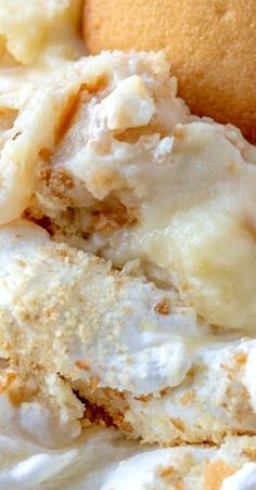 When it comes to desserts this Southern Banana Pudding is a classic and easy recipe that is completely homemade, feeds a crowd and is super addicting! Moist Banana Cake Recipe, No Bake Banana Pudding, Southern Banana Pudding, Homemade Banana Pudding, Banana Pudding Recipes, Quick Dessert Recipes, Fruit Recipes, Pavlova, Birthday Cakes