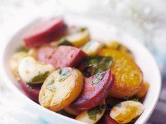 Bratkartoffeln mit scharfer spanischer Wurst (Chorizo) ist ein Rezept mit frischen Zutaten aus der Kategorie Wurzelgemüse. Probieren Sie dieses und weitere Rezepte von EAT SMARTER!