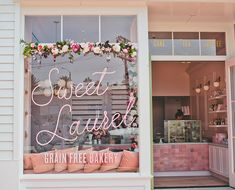 Schönheitssalon Design, Cake Shop Design, Coffee Shop Design, Flower Shop Design, Design Ideas, Bakery Decor, Bakery Interior, Salon Interior Design, Cupcake Shop Interior