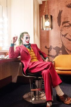 All the major plot points from the new Joker movie, starring Joaquin Phoenix, if you don't want to see it in theaters. Le Joker Batman, Gotham Joker, Der Joker, Joker Art, Joker And Harley Quinn, Gotham City, Batman Arkham, Batman Art, Batman Robin
