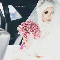 Wow she is soo pretty mA! And those flowers are gorgeous! ❤ #muslim #islam #marriage #muslimmarriage #muslimcouple #halfourdeen #love #islamicmarriage #hijab #muslimwedding #muslimah #muslima #halallove #halal #hijab #hijabfashion #hijabstyle #hijabibride #hijabbride #modest #modestfashion #duaa #weddingday #wedding #bridal #bride @hijabmuslim_beautiful_couple @hijab_fashioninspiration @chichijab @muslimweddingideas