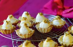 Gluten- och mjölkfria mandelmusslor med passionsfyllning
