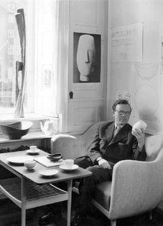 el arquitecto danés Finn Juhl, es su creador concibió en 1941 el Poet Sofá