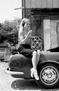 Brígítte Bardot, having a break whilst filming 'Le Méprís' in 1963