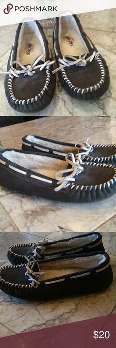 Spotted while shopping on Poshmark: MinnieTonka fur lined moccasins.sz 6.dark grey.! #poshmark #fashion #shopping #style #Minnetonka #Shoes