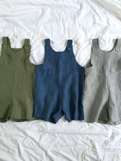 Boy overalls Gender neutral shortie overalls made of soft stone washed linen. Shoulder snaps Please Baby Outfits, Kids Outfits, Little Boy Fashion, Baby Boy Fashion, Baby Boy Overalls, Organic Baby Clothes, Baby Kind, Baby Sewing, Kind Mode