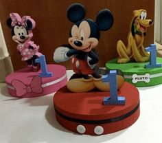 Mickey Mouse Clubhouse Centerpieces by TheMouseCraftyShop on Etsy Fiesta Mickey Mouse, Mickey Mouse Bday, Mickey Mouse Clubhouse Birthday Party, Mickey Birthday, Mickey Party, Mickey Minnie Mouse, Mickey Mouse Birthday Decorations, Mickey And Friends, Party Signs