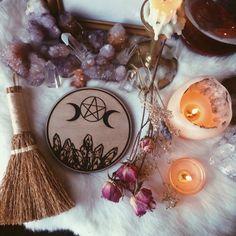 Pagan paganism witch witchcraft goddess crystals altar herbs candles tarot spiritual mystic spell  Pagão bruxa bruxo paganismo bruxaria feitiçaria cristais ervas tarô deusa espiritualidade místico ocultismo