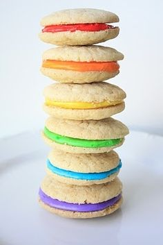 Rainbow Whoopies ☺ http://www.750g.com/recettes_rainbow_cake.htm #rainbow #whoopies #750g