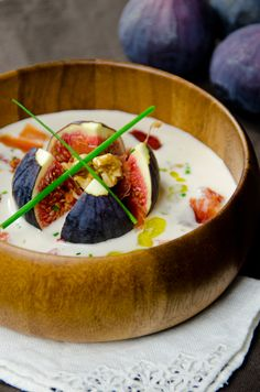 Autumn ajoblanco: a version of this Spanish cold soup with products of the season