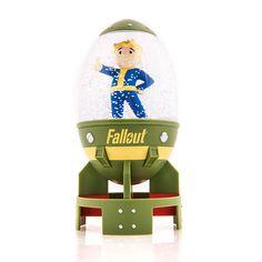 Vault Boy Snow Globe   É Vault Boy Snow Globe!O Fallout Fat Man Vault Boy Snow Globe deve ser uma parte de sua decoração. Vault Boy é descrito aqui dando-lhe o polegar para cima a partir de uma mini-bomba nuclear. Water Globe