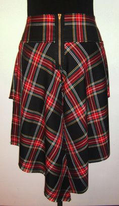Tartan skirt - back Tartan Clothing, Scottish Clothing, Tartan Mode, Preppy Style, My Style, Tweed Run, Tartan Fashion, Tartan Dress, Plaid Fabric