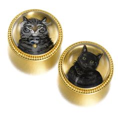 CATS: A PAIR OF GOLD-MOUNTED 'ESSEX CRYSTAL' CUFFLINKS, PROBABLY ENGLISH, CIRCA 1900 each of cabochon-cut rock crystal, the bases carved and reverse painted, one with a tuxedo cat, the other a grey tabby, beaded gold borders, unmarked