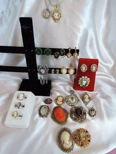VINTAGE CAMEO LOT INCLUDING 3 CARVED SHELL RINGS*BROOCHES*EARRINGS+
