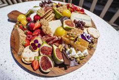Click to learn how to make a grazing board on Girls Living Well! Best grazing board ideas diy. Cheese board ideas simple. Best charcuterie board for two dinners. The ultimate sweet and savoury grazing platter ideas. Delicious cheese board ideas display wine parties. Easy to make grazing platter ideas savoury. Charcuterie board how to make a. Grazing platter for 20 people. Charcuterie board ideas how to build. Yummy cheese board ideas appetizers. #cheese #cheeseboard #grazingboard Dessert Recipes For Kids, Healthy Cake Recipes, Healthy Sugar, Quick Healthy Meals, Quick Dinner Recipes, Easter Recipes, Healthy Snacks, Vegetarian Recipes, Easy Meals