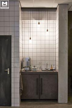 Bussum heeft er een te gek gerestyled pand bij !! Er zijn pure, eerlijke, tijdloze en stoere materialen gebruikt zoals betonstuc, staal, kalkverf, hout, cementstuc etc. www.molitli-interieurmakers.nl