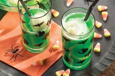 See smiles all around when serve this Ghoulish Punch at the Halloween party. There's something about this Ghoulish Punch that brings gleeful delight to the little monsters at Halloween parties—not sure why, but it does! Halloween Cocktails, Halloween Dinner, Halloween Goodies, Holidays Halloween, Halloween Treats, Happy Halloween, Halloween Recipe, Halloween Parties, Desserts