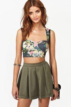 Summer Trend: Crop Tops // http://www.missesdressy.com/blog/summer-fashion-trend-the-floral-crop-top.html