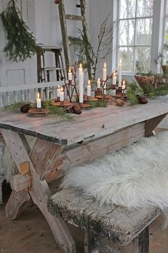 Perfect Winter Decor Ideas For Interior Design Christmas Table Settings, Christmas Tablescapes, Christmas Decorations, Holiday Decor, Christmas Porch, Country Christmas, Christmas Design, Xmas, Christmas Greenery