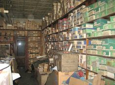 Family inherits an old shoe store and finds many treasures inside. The building had been sealed up for decades, and now you get to look inside | Senior List