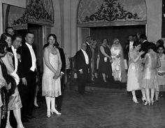 '' Büyük Atatürk'ümüzün Manevi Kızı Nebile'nin evlenmesi nedeniyle Ankara Palas'ta yapılan baloyu şereflendirdiği fotoğraflar...(17 Ocak 1929) En sağdaki 3 hanımdan biri Afet İnan