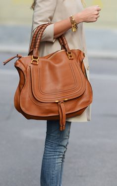 Beautiful bag! Love the shape and length of the strap