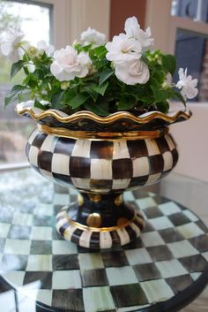 Courtly Check Stoutly Vase and pretty pretty Rockapulco Impatiens.