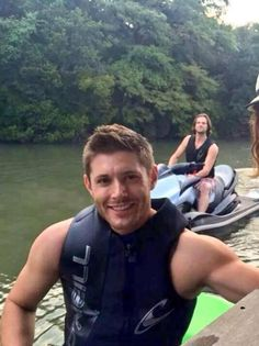 From Twitter. Jensen and Jared jet skiing. Adorable.