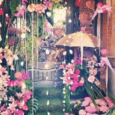 Compartim una preciosa composició floral de la Fira de la Rosa!!  #aRoses #VisitRoses #inCostaBrava #descobreixcatalunya #catalunyaexperience