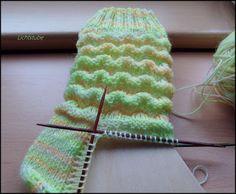Knitting Patterns Ravelry Wave Pattern 60 Overall Needle Game Wool: Oranienburger Wollfärbeduo www. Knitting Blogs, Knitting For Beginners, Knitting Socks, Knitting Needles, Free Knitting, Knitting Projects, Baby Knitting, Knitting Patterns, Crochet Patterns