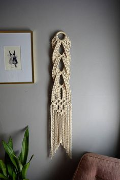 Small Macrame Wall Hanging Woven Wall Hanging Wall Hanging Tenture murale en petit macramé Tenture m Macrame Wall Hanger, Macrame Wall Hanging Patterns, Macrame Patterns, Woven Wall Hanging, Hanging Plants, Hanging Fabric, Macrame Wall Hangings, Quilt Patterns, Art Patterns