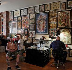 A Brooklyn Tattoo Parlor Popular With Foreigners - The New York Times Tattoo Shop Decor, Tattoo Studio Interior, Hd Tattoos, Tattoo Station, Brooklyn Tattoo, New York Tattoo, My Art Studio, Studio Ideas, Studio Design